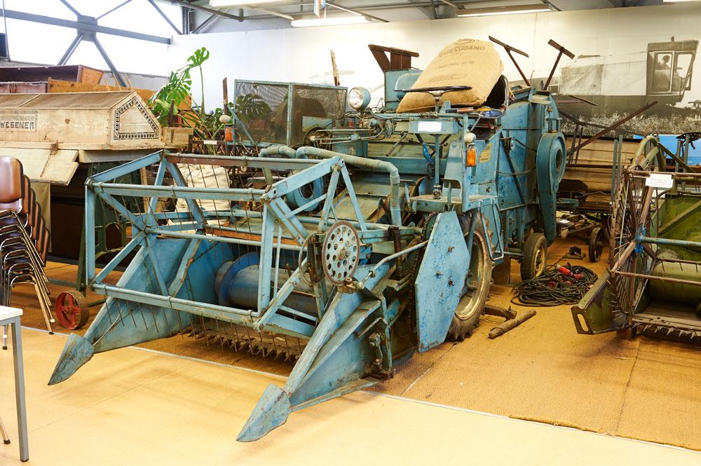 parzellen-maehdrescher-agrarmuseum-dorf-mecklenburg