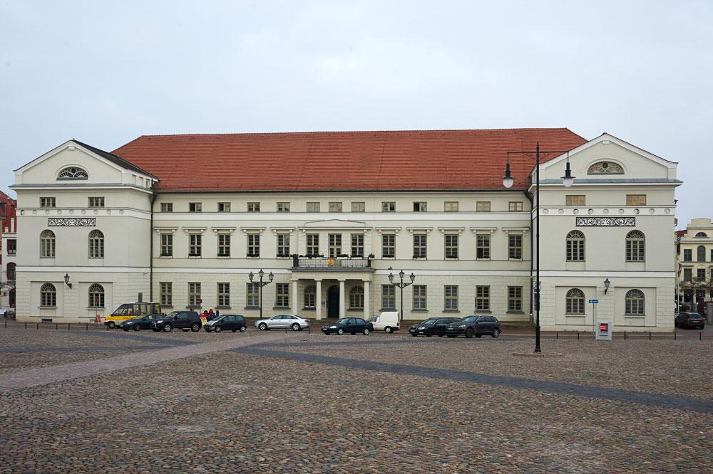 rathaus-wismar-marktplatz